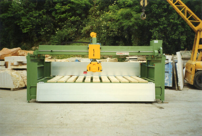 a monobloc bridge saw from Officine MV, province of Verona