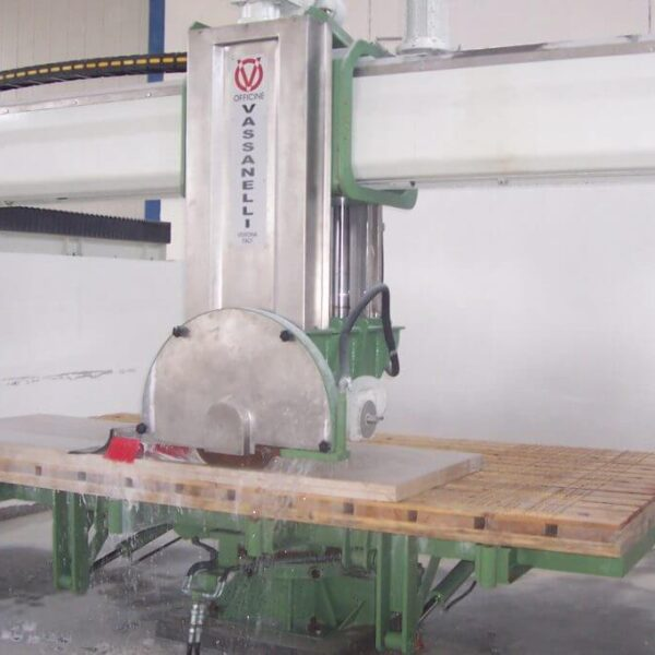 bridge saw when cutting marble slabs